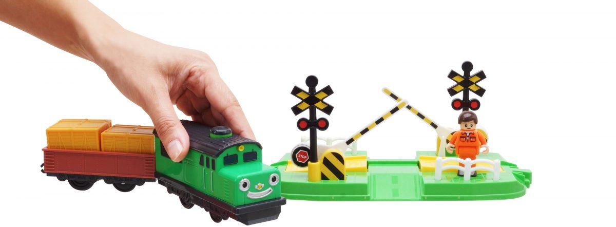 """Титипо Титипо — Дизель: Моторизованный игрушечный поезд. Набор """"Пешеходный переход через железнодорожные пути"""""""